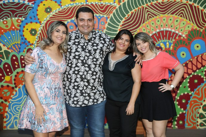 Família do Escolha da Galera nos bastidores do Domingão (Foto: Carol Caminha/Gshow)