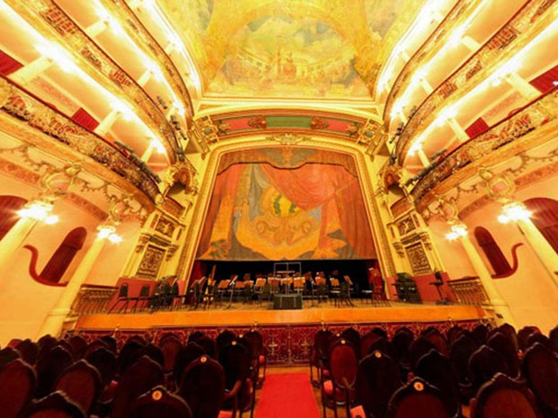 Fachada do Teatro Amazonas, em Manaus (Foto: Iberê Thenório / G1)