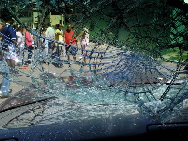 Vítima bateu de frente em caminhonete enquanto tentava fugir, no Espírito Santo (Foto: Marcos Fernandez / A Gazeta)