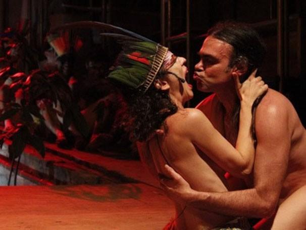 Cena de 'Macumba Antropófoga', montada numa tenda de circo (Foto: Divulgação)