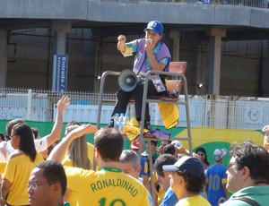 voluntarios fonte nova brasil x italia (Foto: Rafael Santana)
