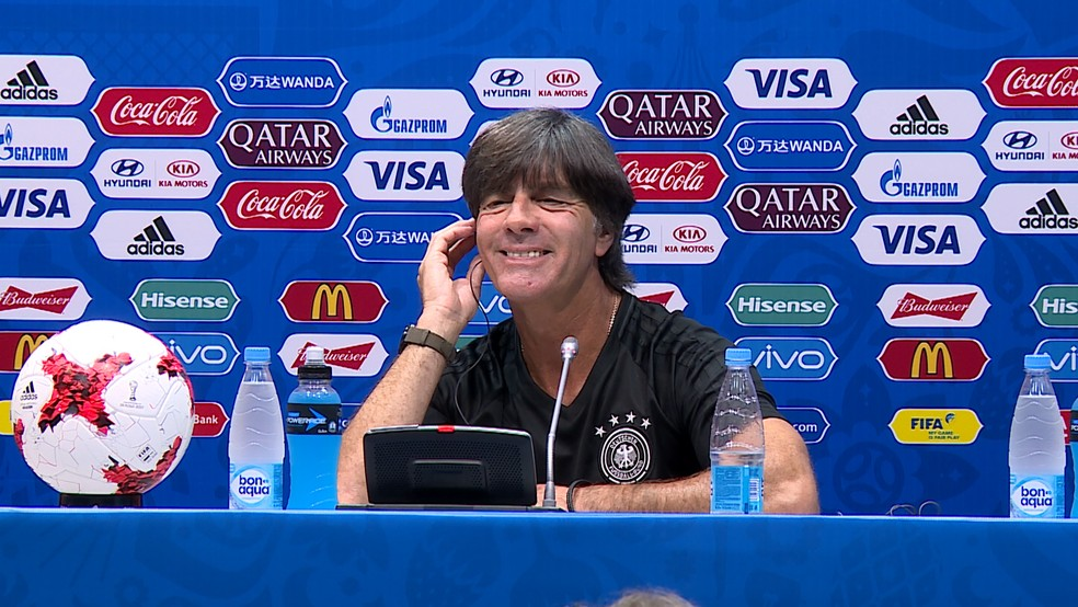 Joachim Löw sorri ao ser perguntado sobre o Brasil (Foto: Ivan Raupp)
