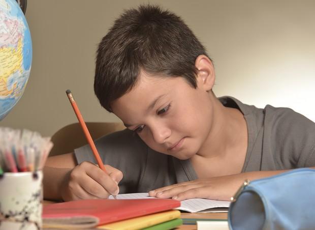 lição de casa; crianca; escola (Foto: Thinkstock)