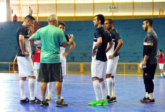 Serginho Schiochet treino seleção brasileira futsal (Foto: Ricardo Artifon/CBFS)