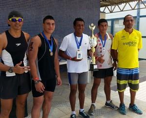 Melhores da categoria Elite Masculino recebem premiação da prova (Foto: Fatri/Divulgação)