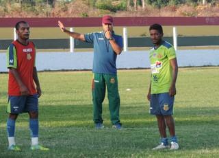 Técnico Vinícius Saldanha diz que agora é hora de pontuações e ajustes no time tricolor (Foto: Sampaio /  Divulgação)