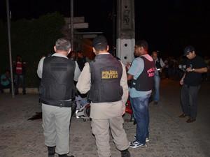 Policial foi assassinado a tiros na noite da segunda-feira  (Foto: Walter Paparazzo/G1)