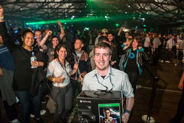 Dan Livingstone foi o primeiro comprador do Xbox One em todo o mundo (Foto: Divulgação/Microsoft)