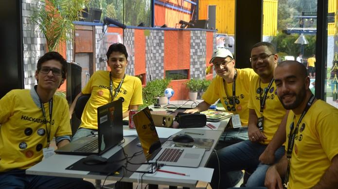 Grupo 1 - Participantes do Hackathon Globo 2016 (Foto: Isabela Giantomaso/TechTudo)