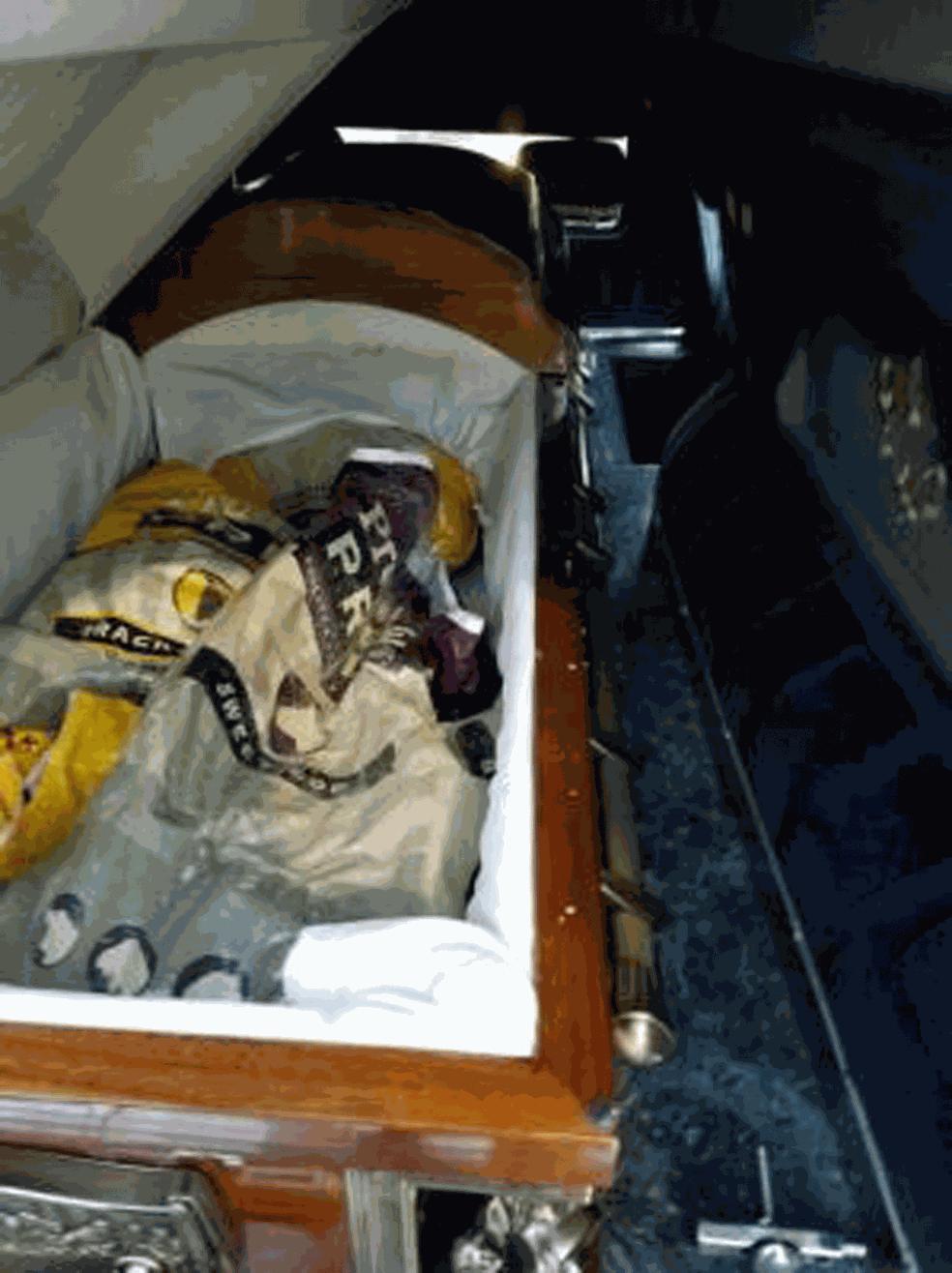 Carro fúnebre levava caixão repleto de maconha nos EUA (Foto: CBPArizona/Twitter)