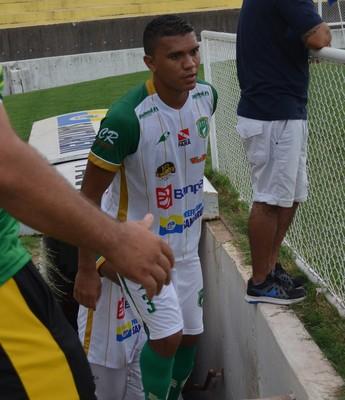 Zagueiro Thiago Costa marcou o gol do Tapajós aos 20 minutos do segundo  (Foto: Sabrina Rabelo/ GloboEsporte.com)