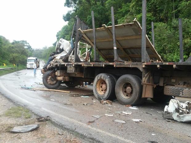Batida entre caminhões aconteceu na SP-250  (Foto: Arquivo pessoal/Luiz Carlos de Almeida)