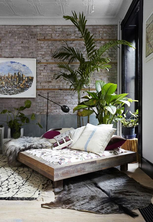 Apartamento vintage e com plantas em Nova York (Foto: Laura Moss / The New York Times)