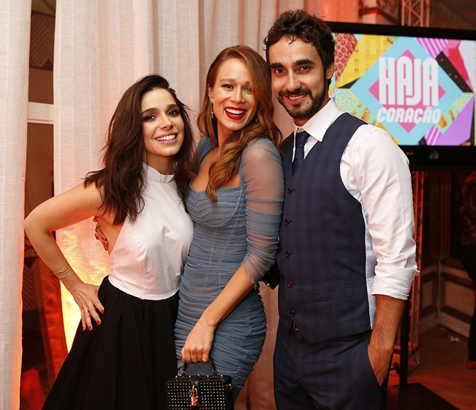 No evento de lançamento de Haja Coração, Gabriel posa com Sabrina Petraglia e Mariana Ximenes (Foto: Fabiano Battaglin/Gshow)