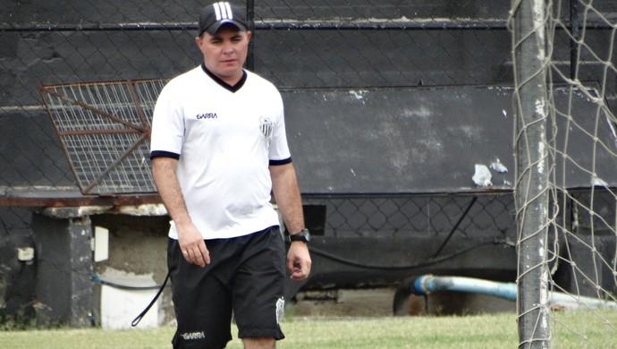 Técnico do Central, Laelson Lima (Foto: Vital Florêncio / GloboEsporte.com)