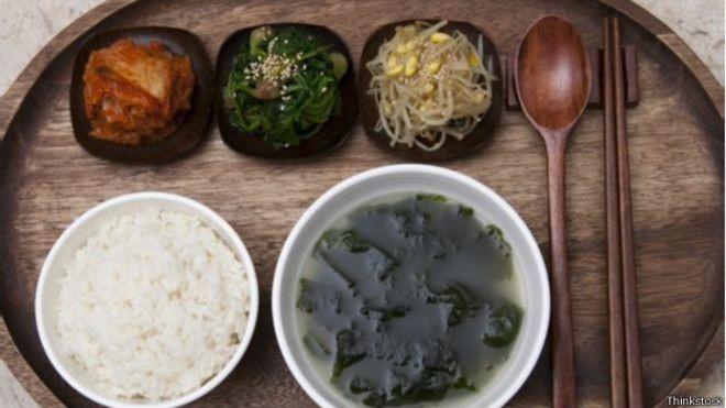 Palpites para grávidas vêm de todos os lados: na Coreia, as grávidas são aconselhadas a tomar uma sopa de algas marinhas (Foto: Thinkstock/BBC)