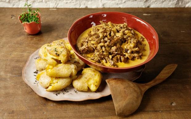 Cozinha Prtica, episdio estrogonofe, Rita Lobo, receita de estrogonofe e batatas ao murro (Foto: Editora Panelinha/Gilberto Jr.)