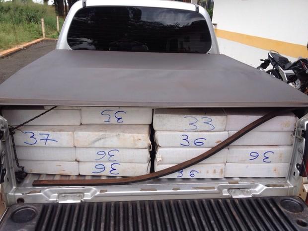 Quase 1,5 tonelada de maconha estavam no veículo  (Foto: Divulgação/ Polícia Rodoviária (TOR/ Araraquara))