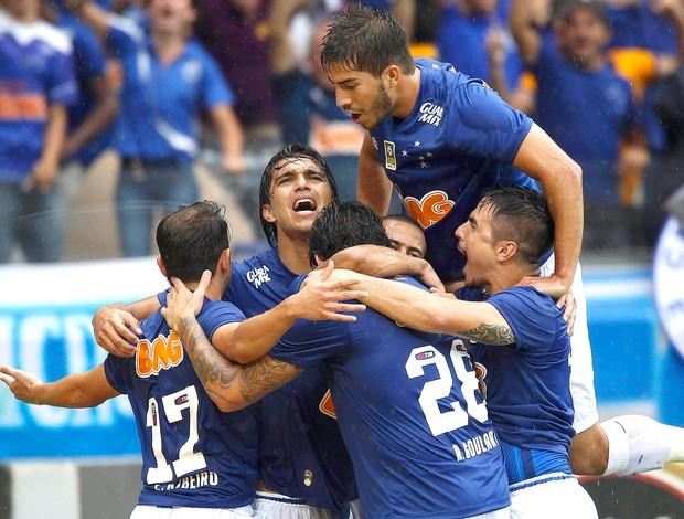 Ricardo Goulart gol Cruzeiro x Goiás (Foto: Reuters)
