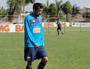 Zagueiro Victorino, do Cruzeiro (Foto: Valeska Silva / Globoesporte.com)