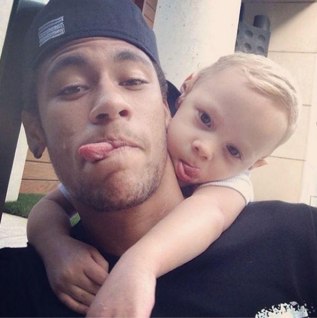 Neymar com filho no dia das crianças (Foto: Reprodução/Instagram)