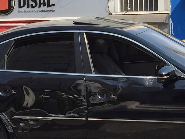 Carro teve a lateral danificada, segundo o motorista do Uber (Foto: Arquivo pessoal)