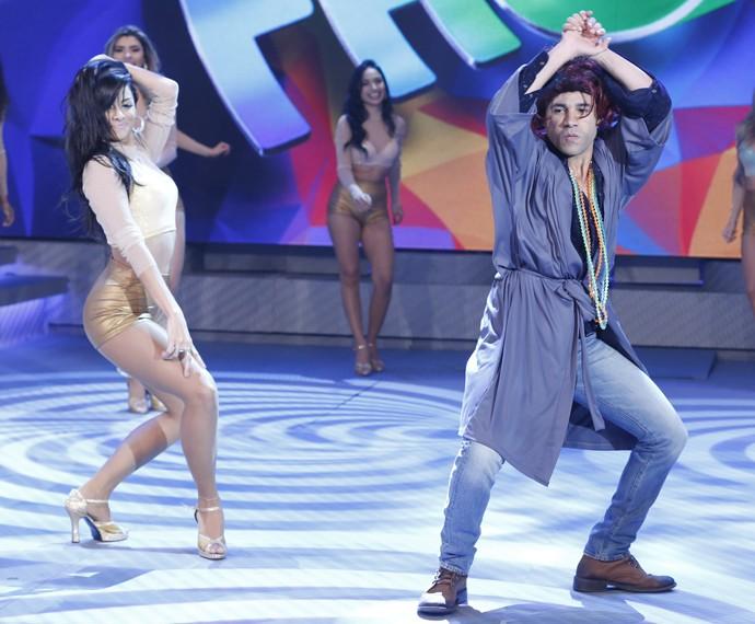 Bailarinas entram no clima da personagem (Foto: Ellen Soares/ Gshow)