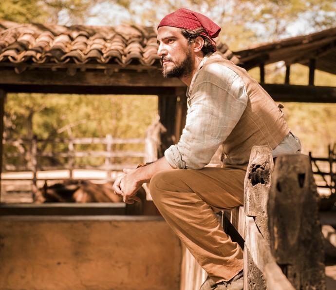 Renato Goes é clicado na pele de Santo, papel que será assumido por Domingos Montagner na fase seguinte da novela (Foto: Caiuá Franco/ Globo)