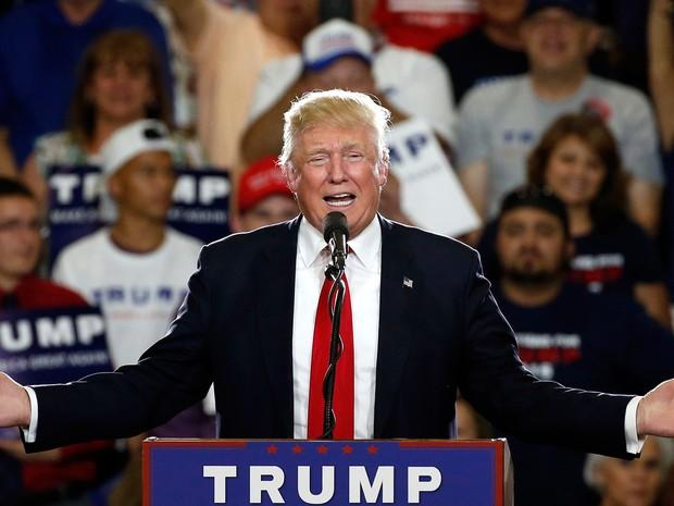 Trump atingiu número de delegados para alcançar nomeação republicana (Foto: Brennan Linsley/AP)