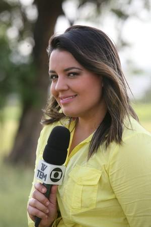 Renata começou na TV TEM como repórter de rua  (Foto: Arquivo Pessoal / Renata Golombieski)
