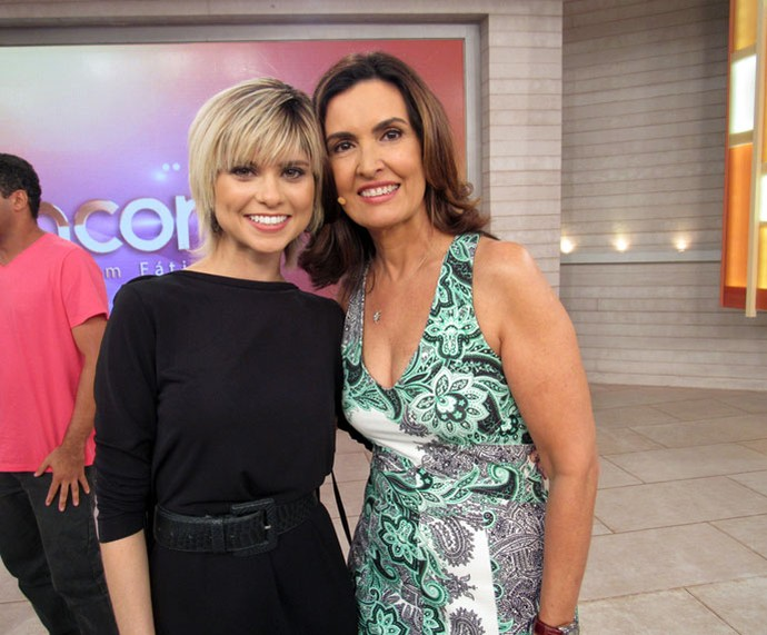 Fátima com a atriz Julianne Trevisol  (Foto: Priscilla Massena/Gshow)