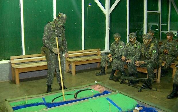 Pelotão de Fronteira estuda estratégias de combate na região de Costa Marques (Foto: Bom Dia Amazônia)