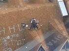 Casal é flagrado em 'cena quente' em telhado de prédio na China