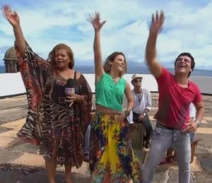 Maíra Charken não resistiu ao ritmo da Bamdamel (Foto: TV Globo)