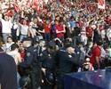 Alambrado cai durante partida entre Osasuna e Bétis: confira as imagens