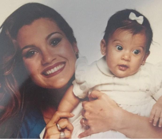 Olha a fofura! Flávia Alessandra e Giulia ainda bebê (Foto: Arquivo Pessoal)