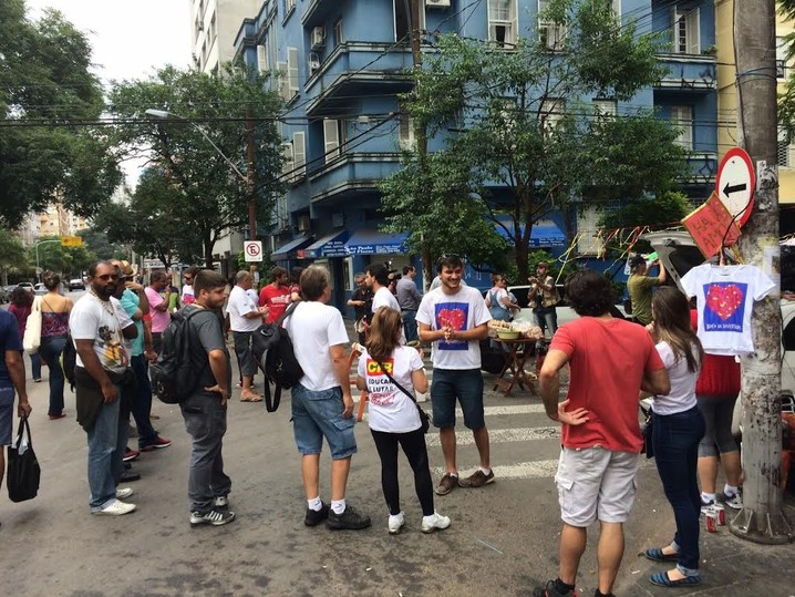Em Porto Alegre o Bloco da Diversidade organiza o coxinhaço, que é contra as manifestações pró-impeachment