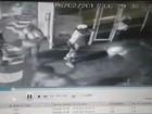 Vídeo flagra santistas invadindo e destruindo prédio após derrota em SP