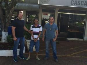 Agentes da DPCAMi de Joinville prenderam o suspeito no Paraná (Foto: Policia Civil/Divulgação)
