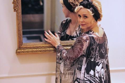 Giulia Gam é Bárbara Ellen em 'Sangue bom' (Foto: TV Globo)