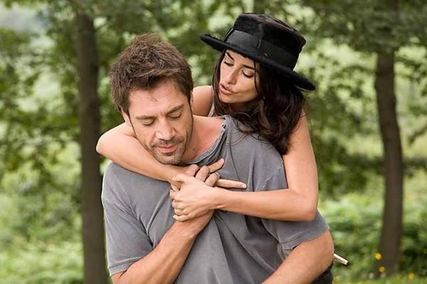 Penélope Cruz e Javier Bardem no filme 'Vicky Christina Barcelona' (Foto: Divulgação)