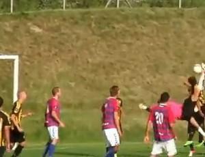 Jakob marca um golaço! (Foto: Reprodução/Internet)