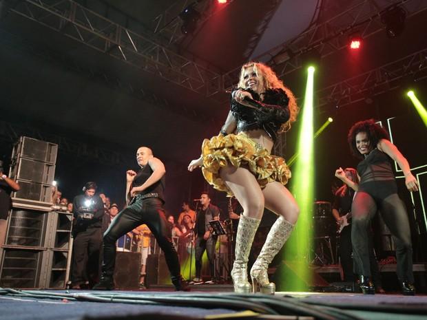 Calypso sobe ao palco da 65ª edição da Expoagro (Foto: Jonathan Lins/G1)