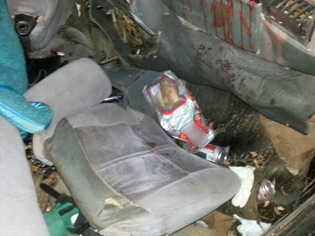 Foram encontradas latas de cerveja no carro, mas não foi possível fazer teste para saber se motorista estava embriagado (Foto: PRF SC/Divulgação)