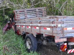 Caminhonete atingida por carro de ex-vereador de Garanhuns (Foto: Divulgação/ PRF)