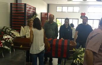 Sob forte emoção, famílias e amigos dão adeus a Victorino Chermont e PJ