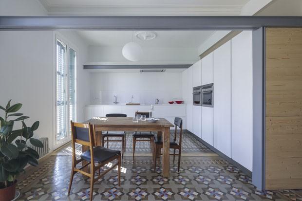 Apartamento minimalista em Barcelona para morar e rabalhar (Foto: Nieve/Divulgação)