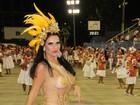 Aos 40 anos, Solange Gomes quase mostra demais em look ousado no Rio