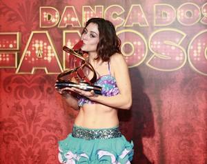 Carol Castro é a grande vencedora do Dança dos Famosos 2013. Veja na galeria tudo o que rolou nos bastidores da final do quadro (Foto: Domingão do Faustão / TV Globo)