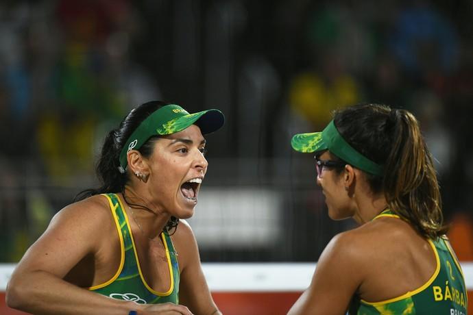 Ágatha e Bárbara Brasil x EUA vôlei de praia (Foto: Yasuyoshi Chiba / AFP)